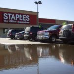 STAPLES TO CLOSE 70 STORES IN NORTH AMERICA