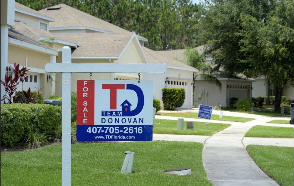 U.S. HOME SALES RISE, BOOSTED BY LOWER MORTGAGE RATES