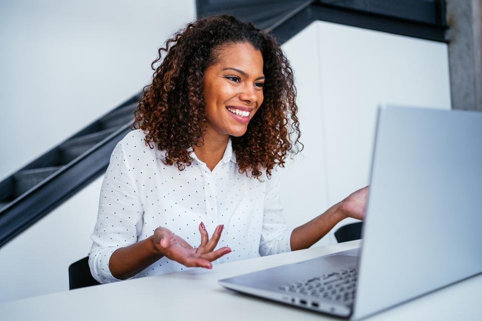 5 Ways to Make Zoom Presentations Engaging and Irresistible