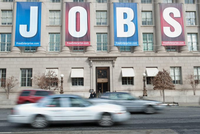 Initial Jobless Claims Drop to Fresh Pandemic-Era Low of 576,000