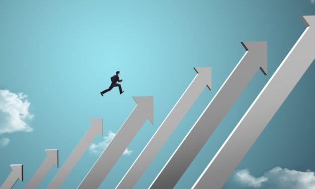 9 Sales Leadership Qualities to Look for in Top Performers